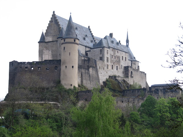 Vianden Castle is built on top of a rocky outcrop above the tiny town of Vianden. To reach it, visitors follow this single lane street running along the side of the ridge.